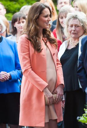 Фото №30 - Стильное положение: как одеваются беременные королевы, принцессы и герцогини