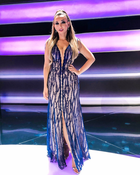 Фото №2 - Анфиса Чехова сверкнула грудью в платье с бахромой