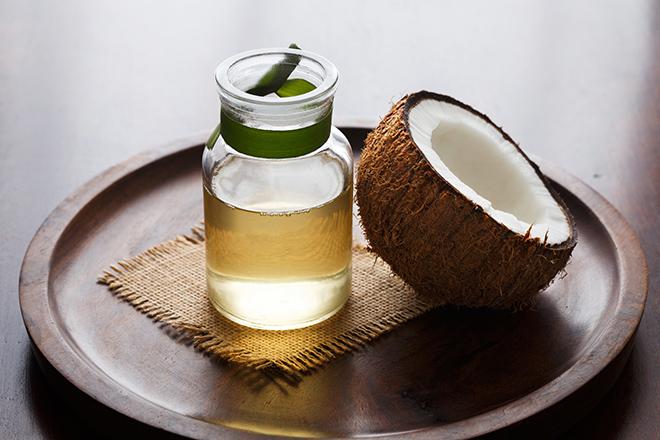 Фото №1 - От клещей, для десен и еще 6 способов применения кокосового масла