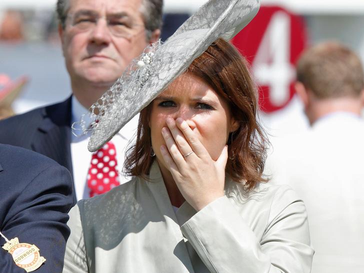 Фото №1 - Оплошность принцессы: как любовь Евгении к соцсетям едва не стала причиной королевского скандала