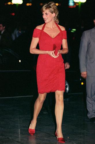 Фото №13 - 60 красных нарядов: как принцесса Диана носила любимый цвет