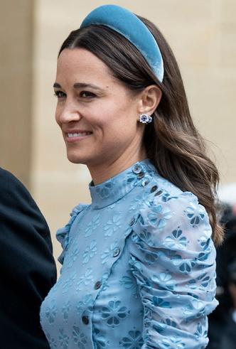 Фото №10 - Как королевские модницы носят широкие ободки (и где искать похожие)