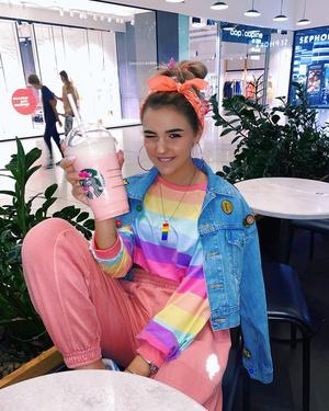 Фото №17 - Little Pink Unicorn: повторяем три стильных образа Евы Миллер из XO Team