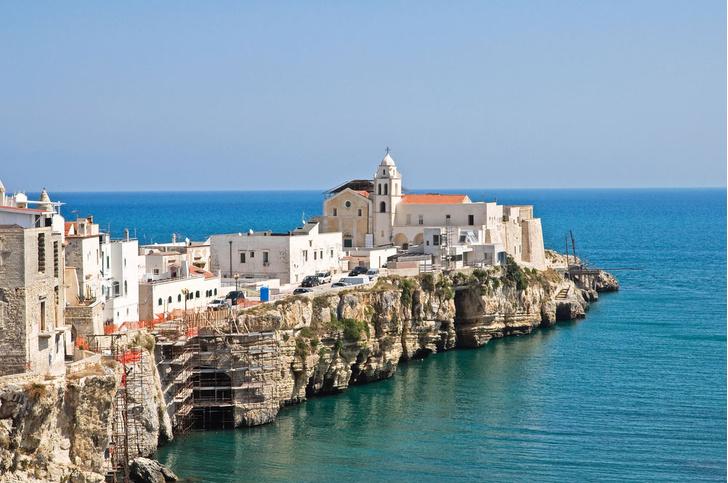 Фото №1 - Названы самые «сексуальные» пляжи Европы