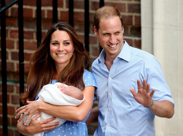 Фото №18 - Самые трогательные моменты трех выписок герцогини Кембриджской из роддома