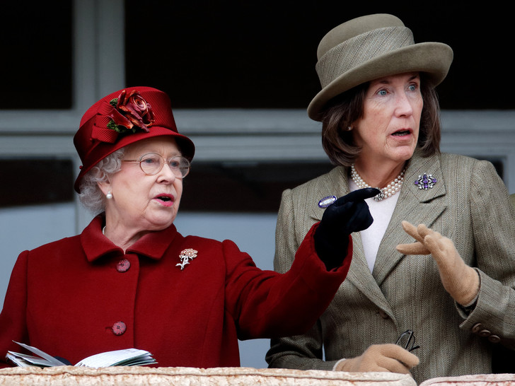 Фото №1 - Крестная Гарри и подруга Елизаветы II: баронесса Селия Вестей и ее роль в королевской семье