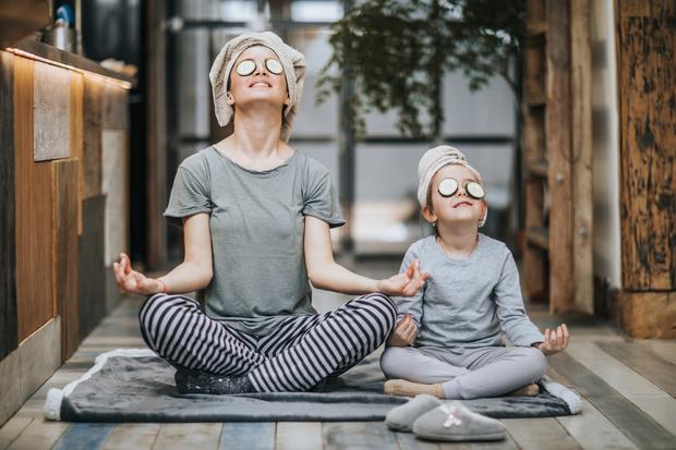 Фото №1 - Зачем ребенку йога: 5 асан, которые помогут лучше учиться