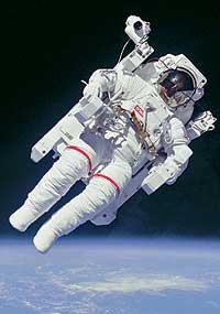 Фото №1 - Что произойдет с человеком в космосе без скафандра?