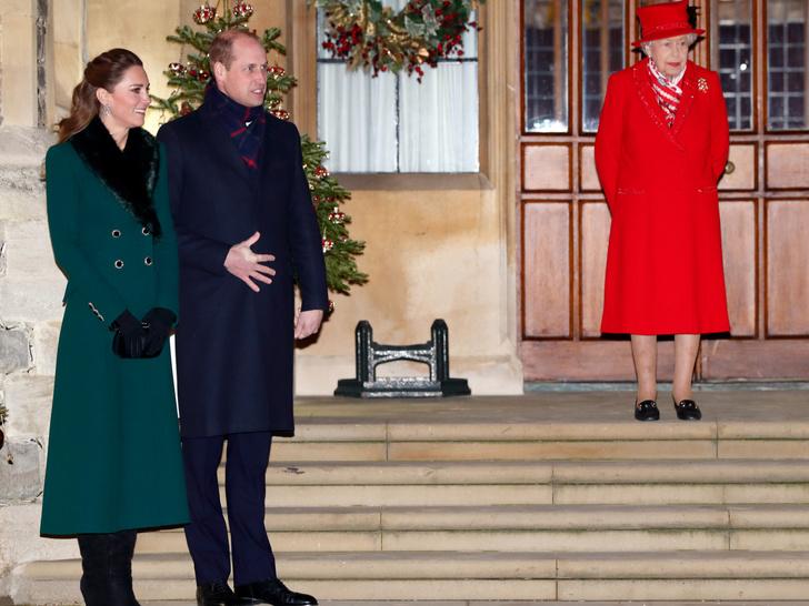 Фото №19 - Все наряды герцогини Кейт в рождественском туре по Великобритании