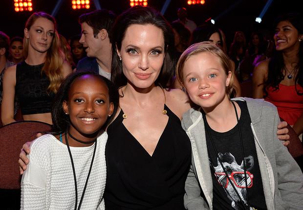 Фото №1 - Анджелина Джоли отметила День дочери с Захарой и Вивьен, но без Шайло
