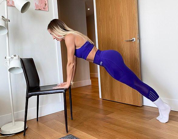 Фото №7 - 6 упражнений на все тело, для которых нужен только стул