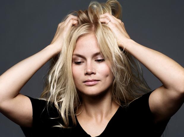 Фото №2 - Почему волосы седеют из-за стресса, и как это предотвратить