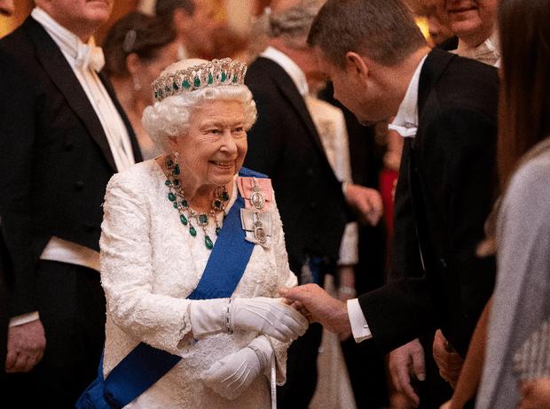 Фото №4 - Выход будущей королевы: герцогиня Кейт в эффектном образе на приеме в Букингемском дворце