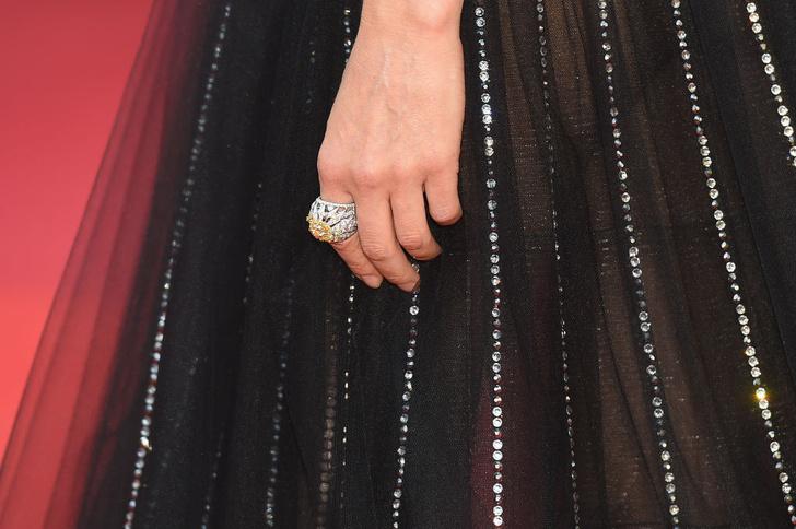Фото №4 - Золушка 2.0: Диана Крюгер в откровенном и одновременно романтичном платье Armani
