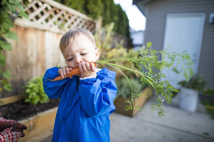 Фото №1 - Ребенок съел песок: чем это грозит и что делать