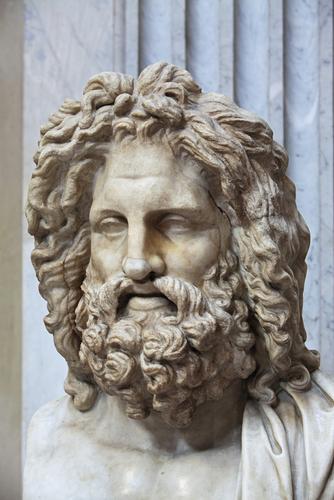 shutterstockДолгое время обычай носить бороду как в Древней Греции, так и в Риме был всеобъемлющим — ни один уважающий себя грек или римлянин не мог появиться перед окружающими с бритым подбородком. Сохранился даже анекдот о том, что философ Диоген жестоко высмеял безбородого человека, спросив его: «Не собираешься ли ты подать в суд на природу за то, что она сотворила тебя мужчиной, а не женщиной?»