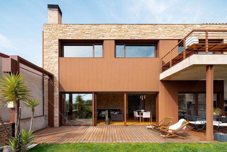 Фото №1 - Экологичный дом с солнечными батареями и камином в Таррагоне