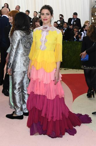 Фото №7 - В каком платье Шарлотта Казираги пойдет к алтарю?