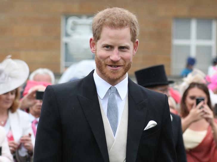 Фото №1 - Как принц Гарри замещает герцогиню Меган