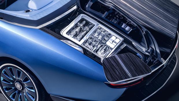 Фото №12 - Rolls-Royce запускает подразделение Coachbuild для производства автомобилей с уникальным кузовом