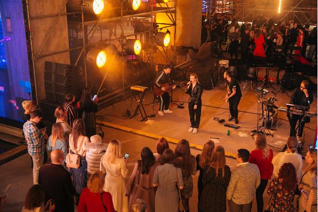 Фото №9 - Богемская кино-рапсодия: премьеры, знаменитости и попкорн на вечеринке ivi open night