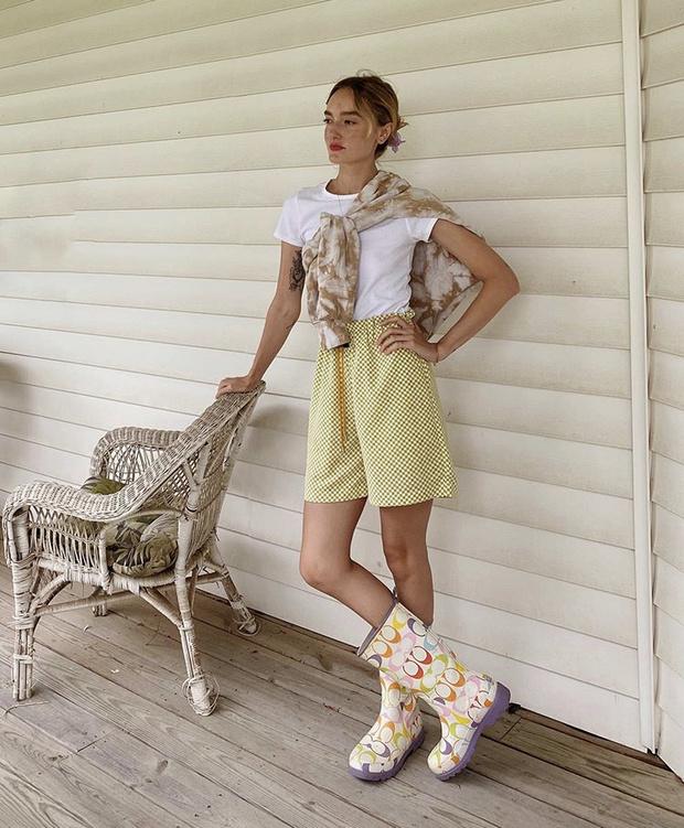 Фото №13 - С чем носить резиновые сапоги: показывают шведские и датские блогеры