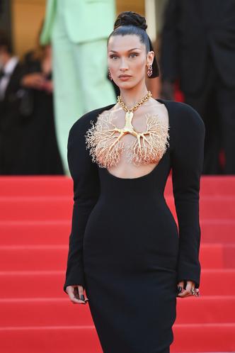 Фото №4 - Хадид с обнаженной грудью и Хилл в «нарисованном» платье: самые сексуальные образы звезд на Каннском кинофестивале