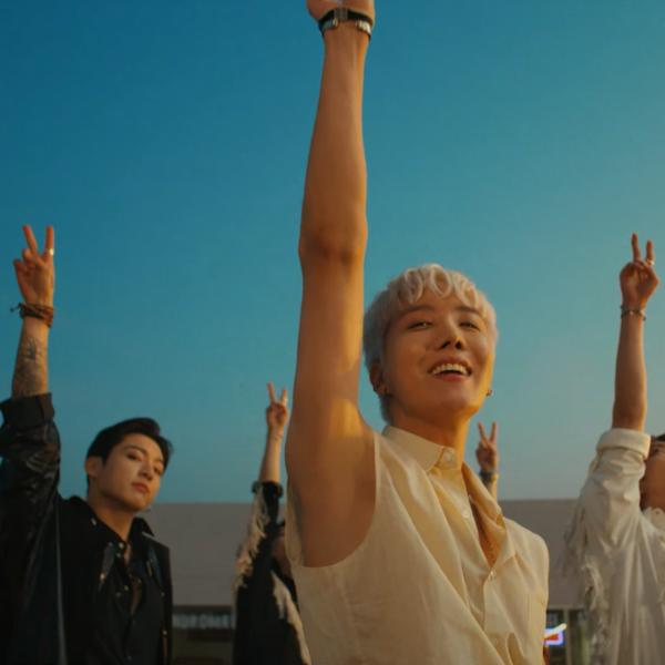 Фото №1 - Что BTS хотели сказать треком «Permission to Dance»? 🎶🕺