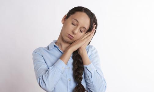 Фото №1 - Социологи выяснили, сколько россиян не прочь вздремнуть на работе