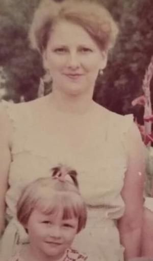 Фото №24 - Раньше взрослели быстрее? 30 фото советских мам и их дочек в одном возрасте