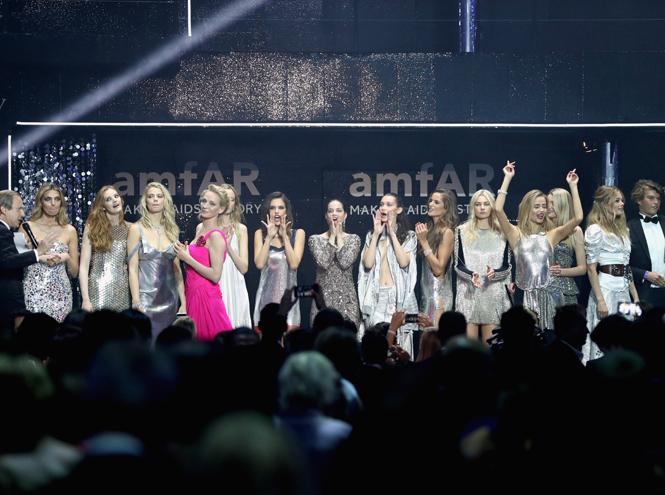 Фото №19 - amfAR 2016: искрометное шоу с топ-моделями и девушки с молотка