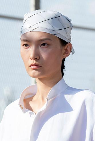 Фото №2 - Шляпы, панамы и кепки: модные головные уборы для лета 2020