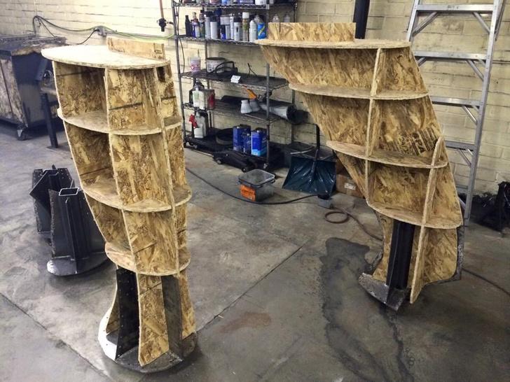 Фото №2 - Отец своими руками построил детям 14-метрового динозавра— детскую площадку (фото и видео)