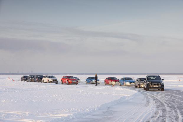 Фото №1 - Занятия Audi quattro Winter Experience проходят на льду озера под Тюменью