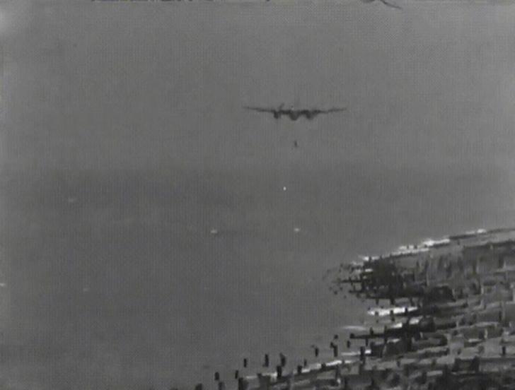 Фото №1 - Невиданное зрелище: испытания прыгающей бомбы в 1943 (видео)