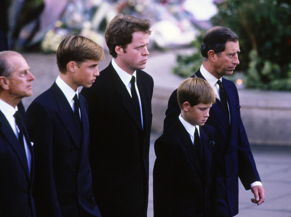 Фото №3 - О чем принц Чарльз попросил Гарри и Уильяма перед похоронами принцессы Дианы