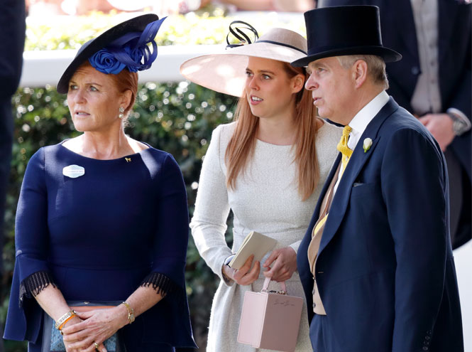Фото №2 - Принц Эндрю и Сара Фергюсон отдохнули с королевой в Балморале
