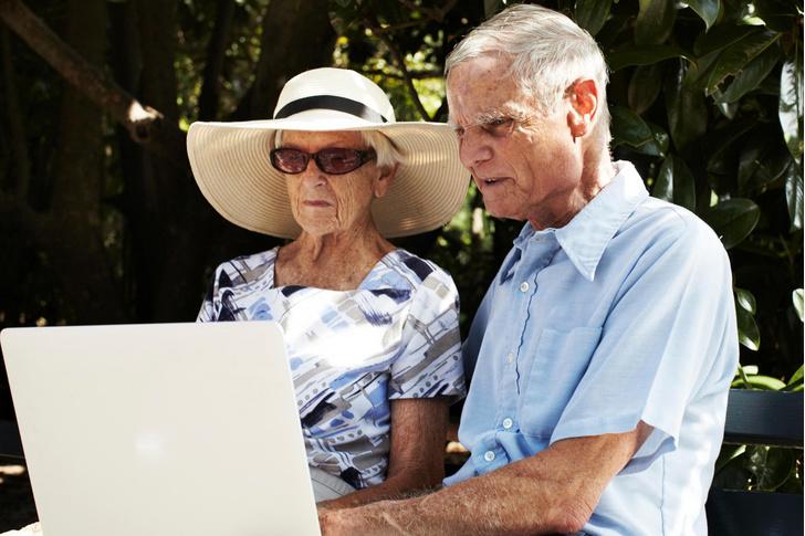 Фото №1 - Пожилые люди чаще распространяют фейковые новости