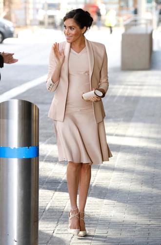 Фото №6 - Почему герцогиня Меган не отказывается от шпилек во время беременности