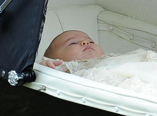 Фото №1 - Первые официальные фото с крестин принцессы Шарлотты