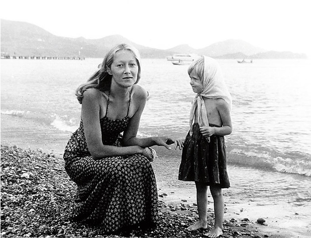 Фото №2 - Анна и Надя Михалковы: «Мама у нас пряник, а папа еще и кнут»