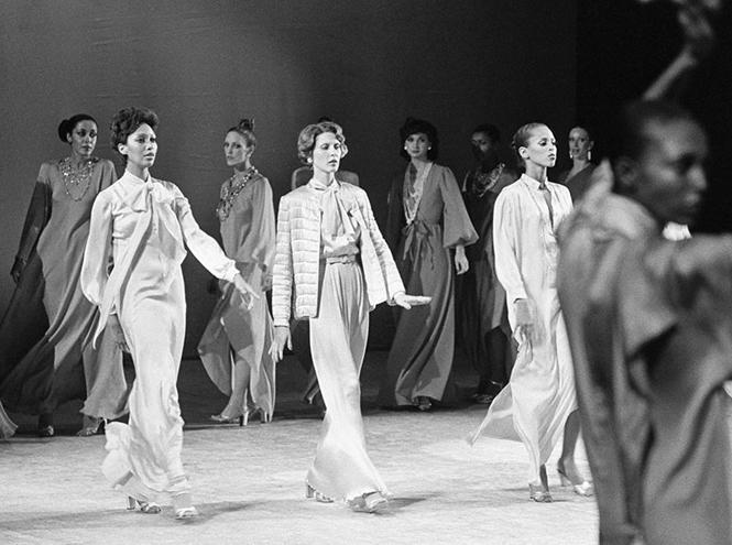 Фото №1 - 14 культовых показов за всю историю Недели Моды в Париже