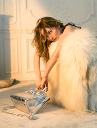 Фото №6 - Dior навсегда: звездные признания в любви легендарной сумке Diorever