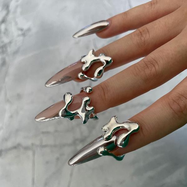 Фото №1 - Нейл-дизайн с кольцами— самый необычный бьюти-тренд из Инстаграма
