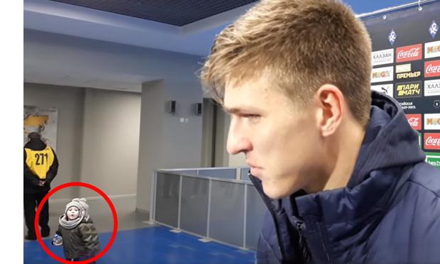 Фото №1 - Сын бомбардира «Крыльев Советов» Александра Соболева ворвался в интервью, чем рассмешил журналистов и Интернет