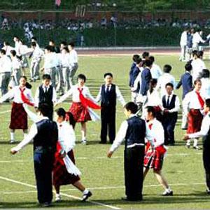 Фото №1 - Китайские школьники пустятся в пляс