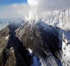 Фото №1 - На Камчатке обрушилась часть купола вулкана