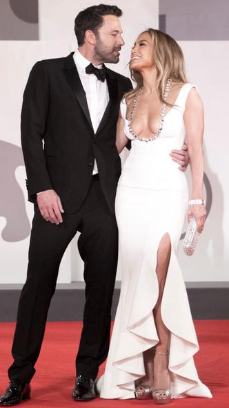 Фото №5 - 19 лет спустя: сравниваем два официальных дебюта Бена Аффлека и Дженнифер Лопесв качестве пары