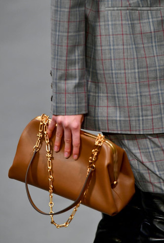 Фото №15 - Самые модные сумки осени и зимы 2020/21