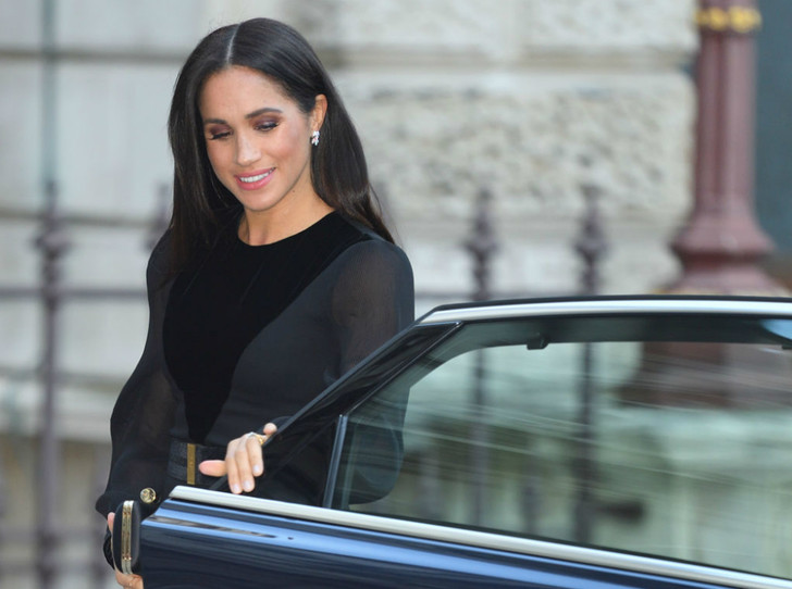 Фото №1 - Куда герцогиня Меган тратит деньги (и что будет, если она не сократит расходы)